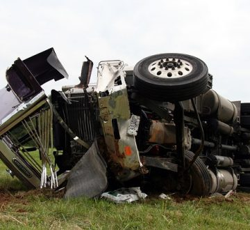 Why It Is Important To Hire A Lawyer Immediately After a Truck Crash